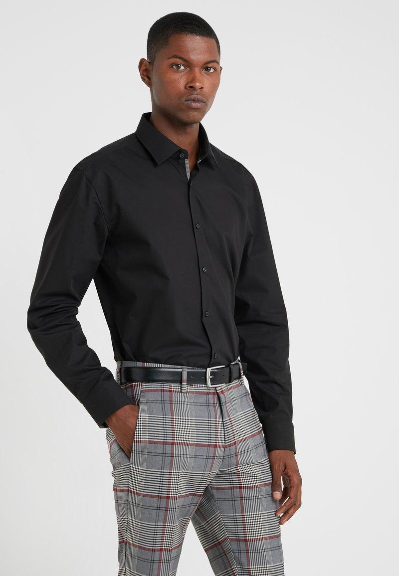 HUGO - KOEY SLIM FIT - Zakelijk overhemd - black