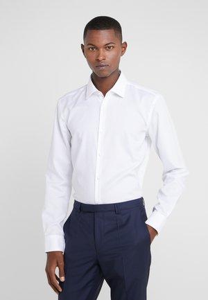 KOEY SLIM FIT - Finskjorte - white