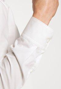 HUGO - ELISHA - Formal shirt - natural - 5