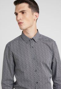 HUGO - ELISHA EXTRA SLIM FIT - Formal shirt - black - 4
