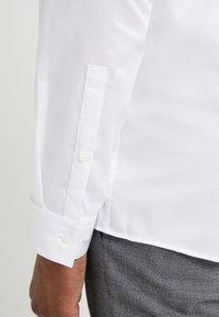 HUGO - ERRIK SLIM FIT - Camicia elegante - open white - 5