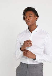 HUGO - ERRIK SLIM FIT - Camicia elegante - open white - 0