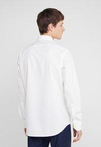 HUGO - VENZO REGULAR FIT  - Formal shirt - natural - 2