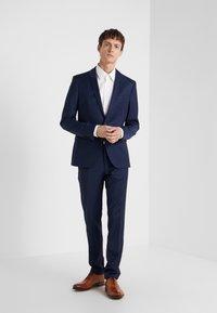 HUGO - VENZO REGULAR FIT  - Formal shirt - natural - 1