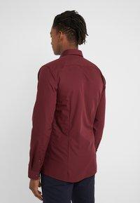 HUGO - ERRIKO EXTRA SLIM FIT - Formal shirt - dark red - 2