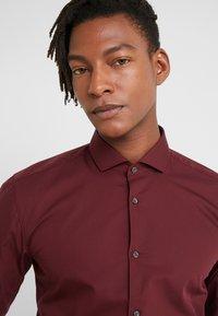 HUGO - ERRIKO EXTRA SLIM FIT - Formal shirt - dark red - 3