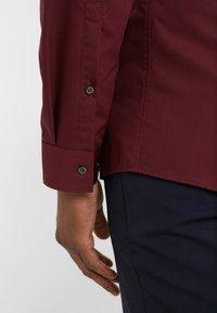 HUGO - ERRIKO EXTRA SLIM FIT - Formal shirt - dark red - 5