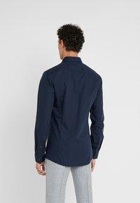 HUGO - ERRIKO EXTRA SLIM FIT - Business skjorter - navy - 2