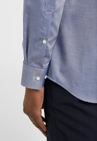 HUGO - KOEY SLIM FIT - Formal shirt - medium blue - 6