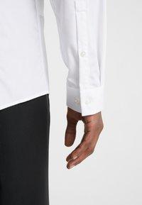 HUGO - EMILIONN EXTRA SLIM FIT - Formal shirt - open white - 6