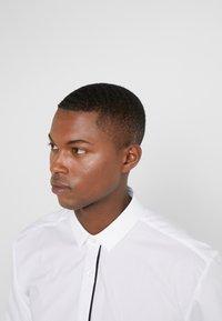 HUGO - EMILIONN EXTRA SLIM FIT - Formal shirt - open white - 4