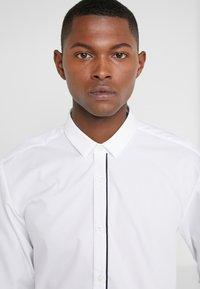 HUGO - EMILIONN EXTRA SLIM FIT - Formal shirt - open white - 3