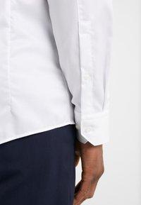 HUGO - ELISHA SLIM FIT - Finskjorte - open white - 5