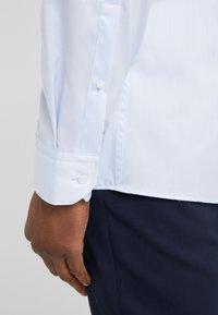 HUGO - ELISHA SLIM FIT - Formální košile - light/pastel blue - 5