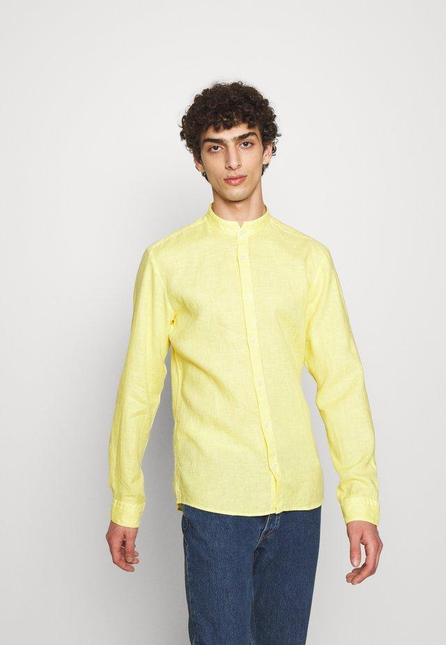 ELVORINI - Chemise - pastel yellow