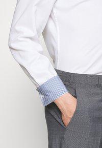 HUGO - KOEY SLIM FIT - Formal shirt - open white - 3