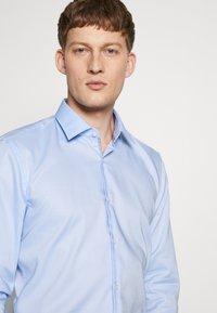 HUGO - KOEY SLIM FIT - Formální košile - light/pastel blue - 5