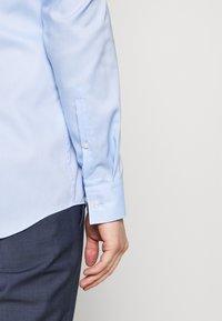 HUGO - KOEY SLIM FIT - Formální košile - light/pastel blue - 3