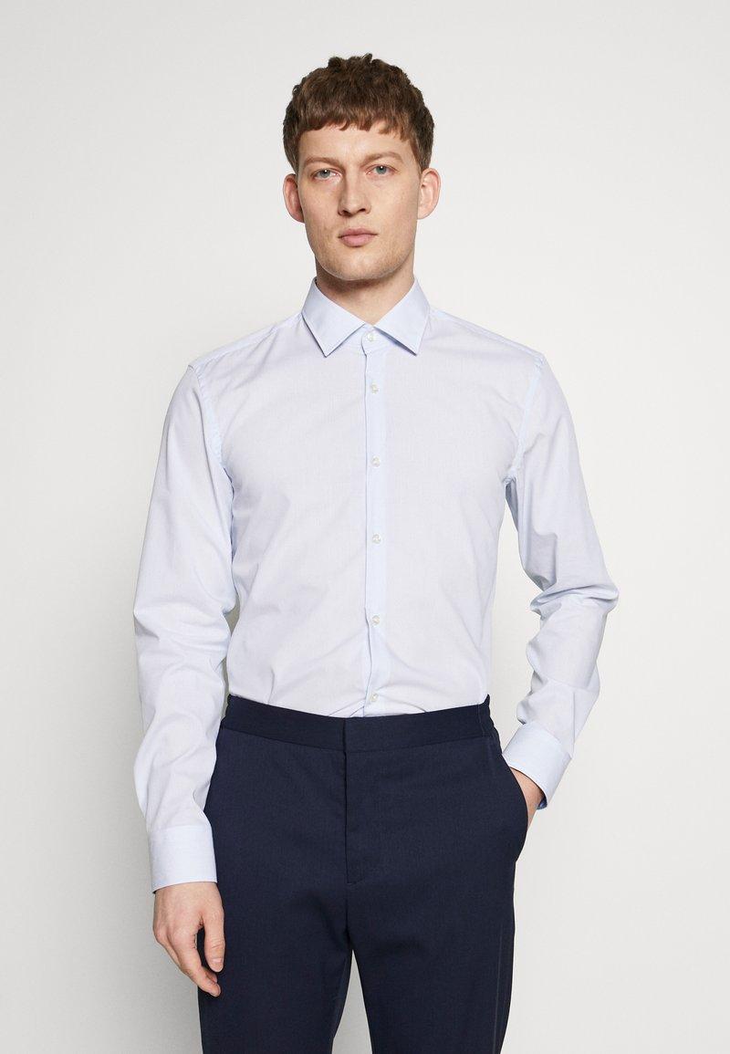 HUGO - KOEY SLIM FIT - Business skjorter - light pastel blue