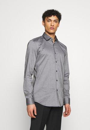 KENNO SLIM FIT - Formální košile - black