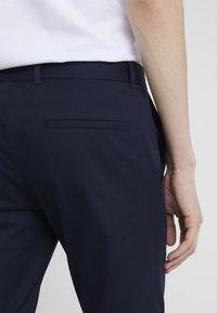HUGO - HELDOR - Spodnie materiałowe - navy - 4