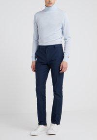 HUGO - HELDOR - Spodnie materiałowe - dark blue - 0