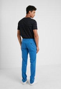 HUGO - GERALD - Pantalones chinos - medium blue - 2