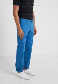 HUGO - GERALD - Pantalones chinos - medium blue - 0