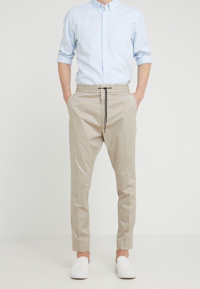 ZANDER - Pantalones - medium beige