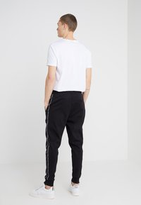 HUGO - DRAPANI - Spodnie treningowe - black - 2