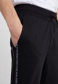 HUGO - DRAPANI - Spodnie treningowe - black - 5