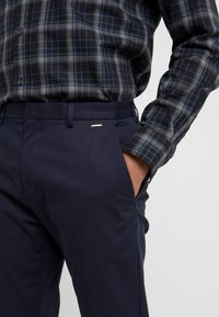 HUGO - GLEN - Chinos - navy - 5