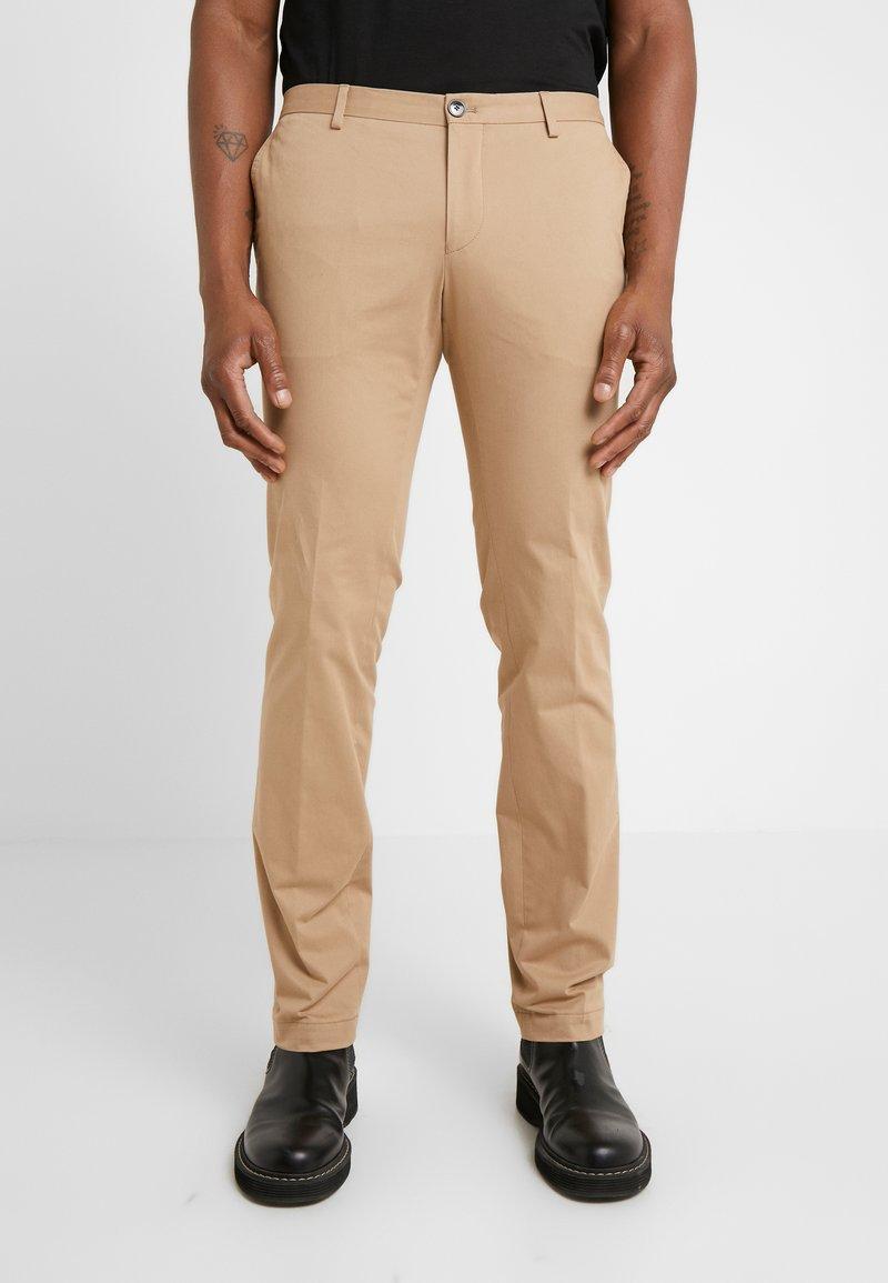 HUGO - GERALD - Chino kalhoty - dark beige