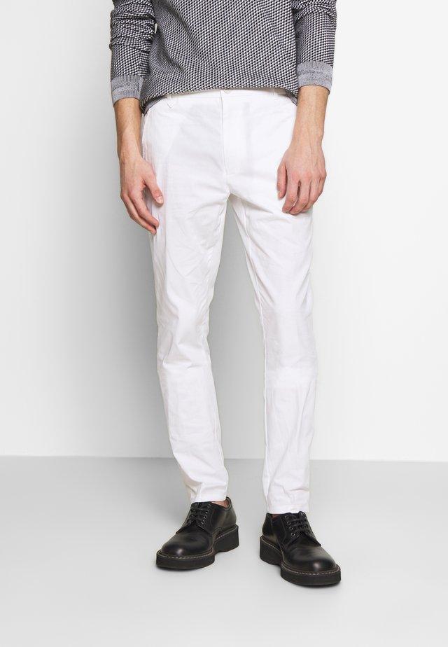 HELDOR - Pantalones chinos - white