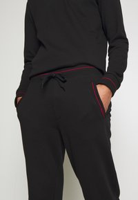 HUGO - DOAK - Trainingsbroek - black - 4