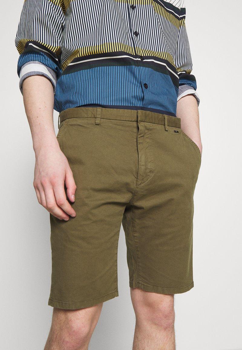 HUGO GLEN - Shorts - dark beige