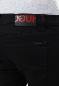 HUGO - Jeansy Slim Fit - black - 4