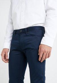 HUGO - Spodnie materiałowe - dark blue - 4