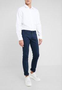 HUGO - Spodnie materiałowe - dark blue - 0