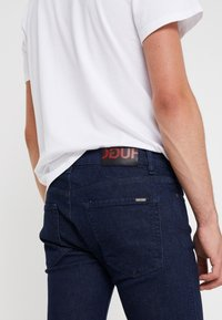 HUGO - Jean slim - dark blue - 5