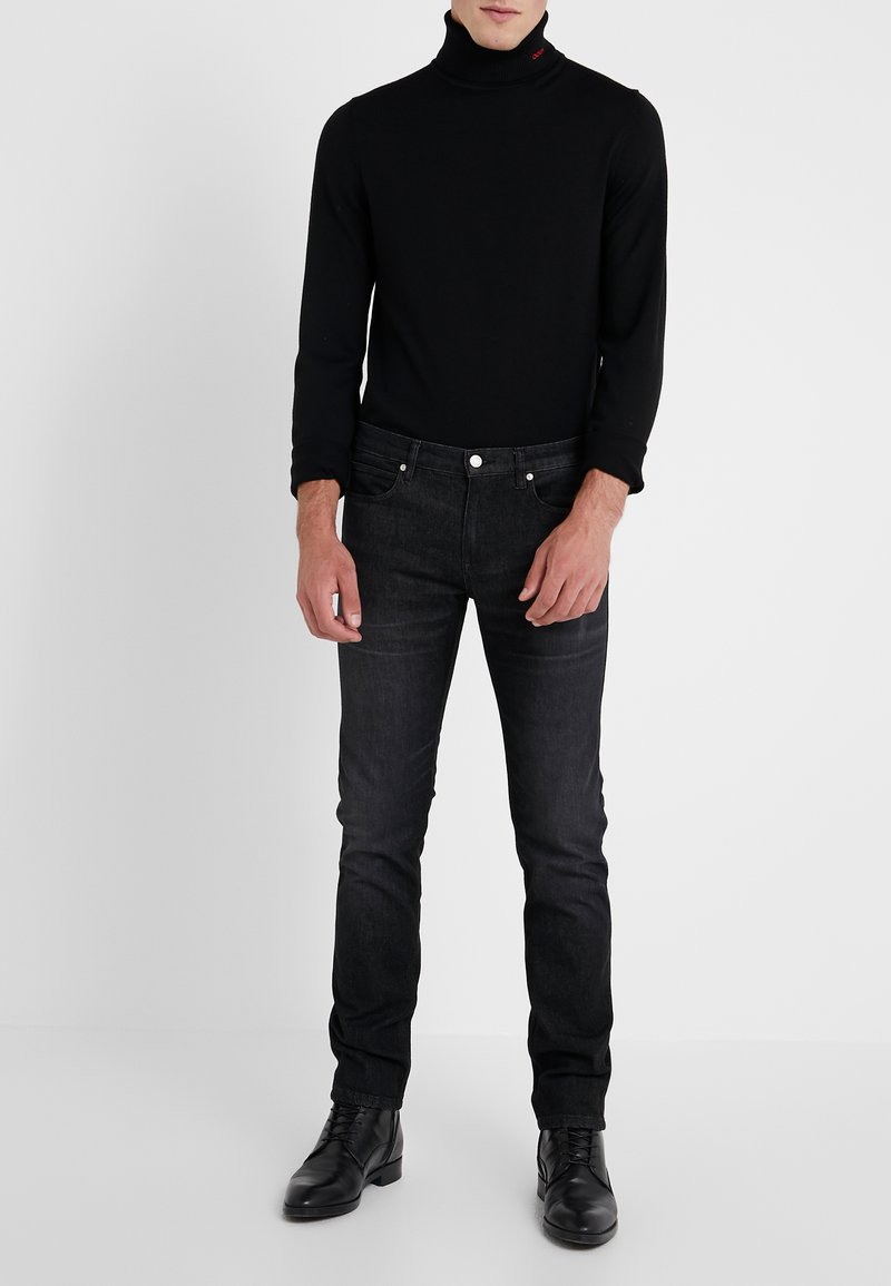 HUGO - Jeansy Slim Fit - charcoal