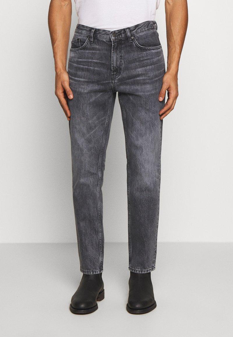 HUGO - Zúžené džíny - charcoal