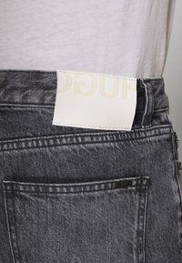 HUGO - Zúžené džíny - charcoal - 5