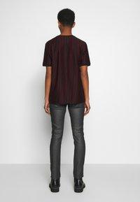 HUGO - Slim fit jeans - dark blue - 2
