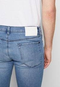 HUGO - Slim fit jeans - bright blue - 5