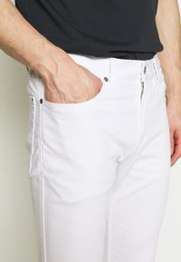 HUGO - Slim fit jeans - white - 3