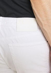 HUGO - Slim fit jeans - white - 5