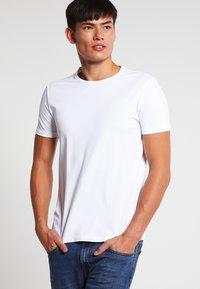 HUGO - 2 PACK - Basic T-shirt - white - 1