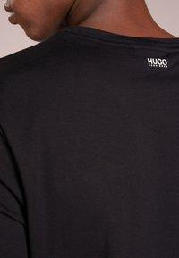 HUGO - 2 PACK - Basic T-shirt - black - 5