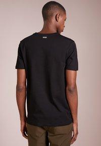 HUGO - 2 PACK - Basic T-shirt - black - 2